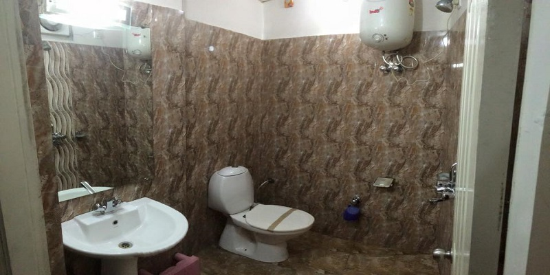 Bathroom-of-hotel-landmark-dudhwa-Hotels-in-Palia-Hotels-Near-Dudhwa-National-Park